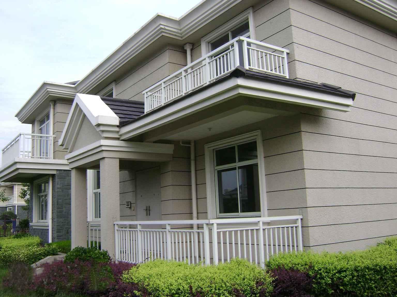 锌钢阳台护栏    白色的 锌钢阳台护栏搭配灰色的墙壁,结合欧式风格的